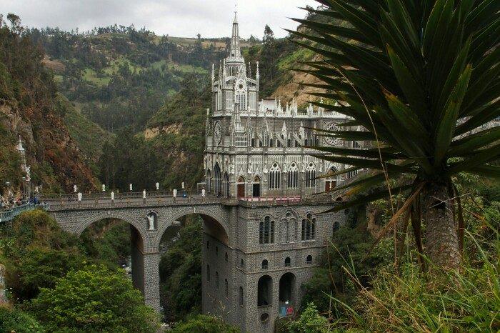 Lajas-eko Santutegia, Ekuadorreko mugatik gertu. Ipiales, Kolonbia.